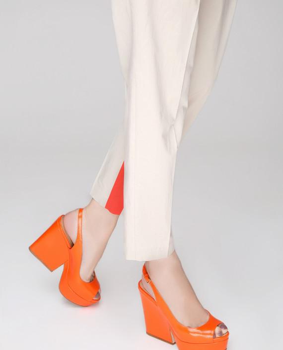 Оранжевые кожаные босоножки hover