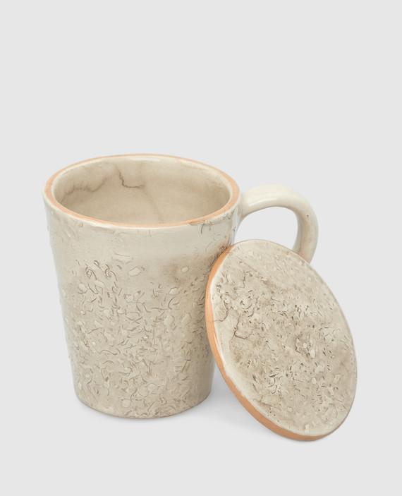 Бежевая чашка из керамики hover