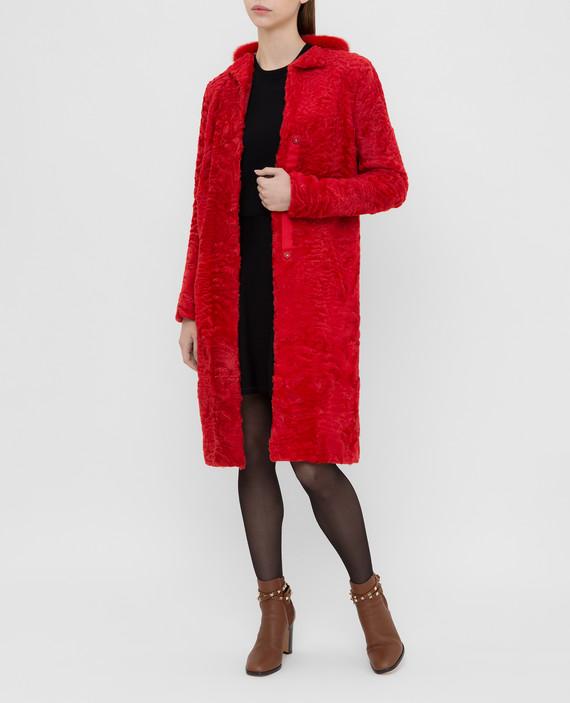 Красная шуба из персидского ягненка с воротником из меха норки hover