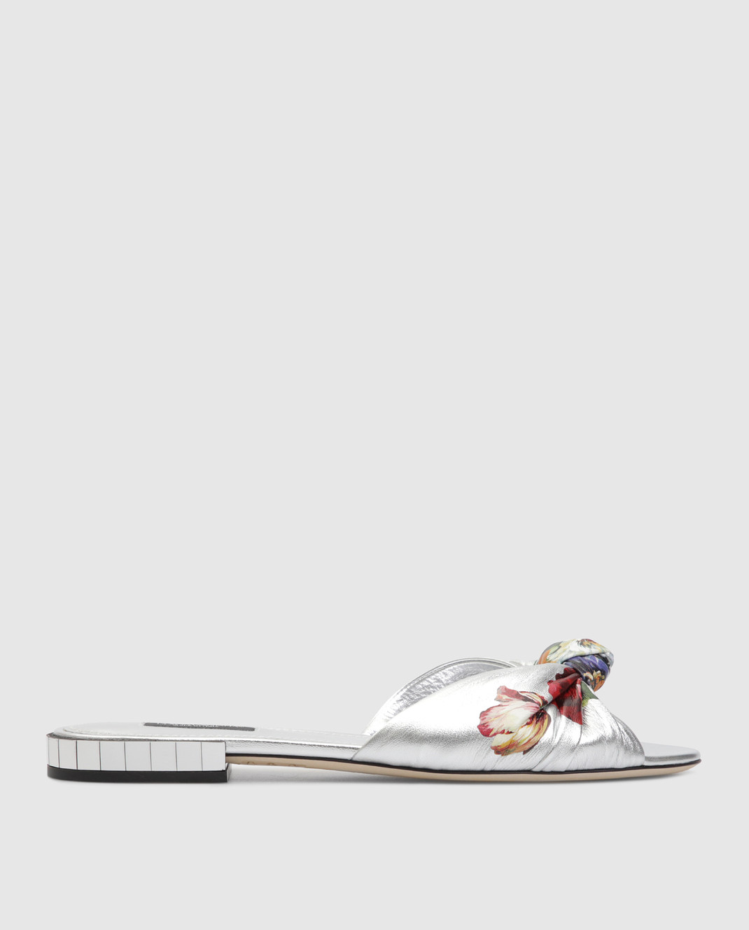 Dolce&Gabbana Серебристые кожаные шлепанцы CQ0283AK932