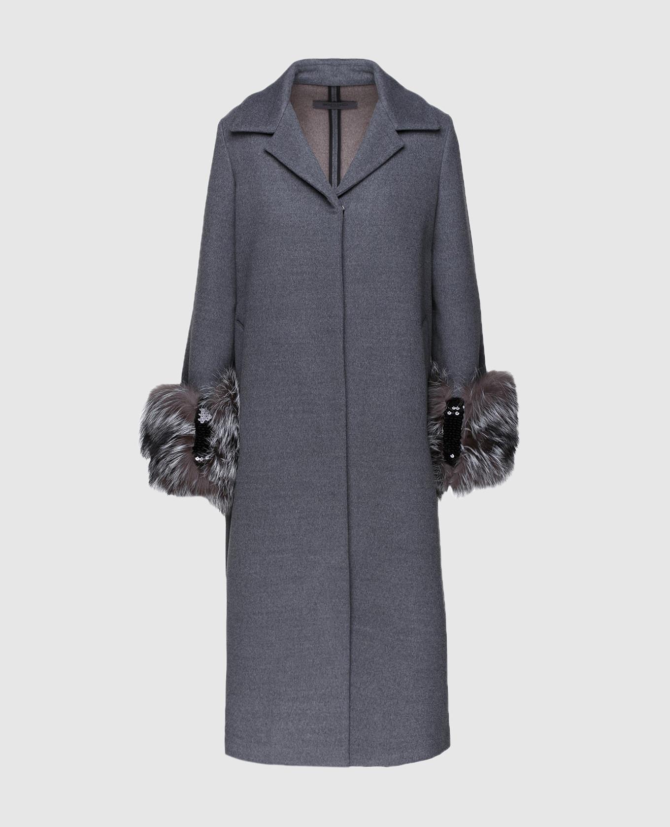 Серое пальто с мехом