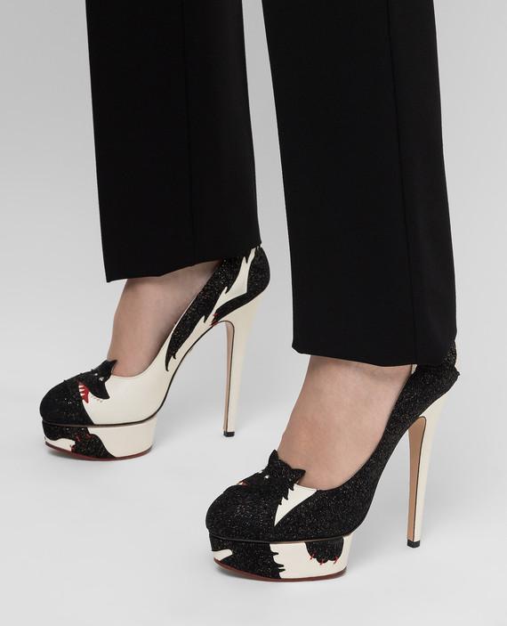 Светло-бежевые туфли hover