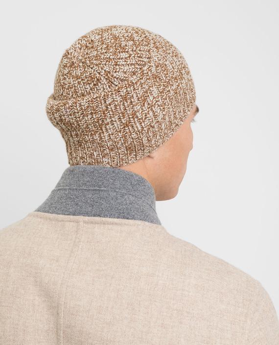 Коричневая шапка hover
