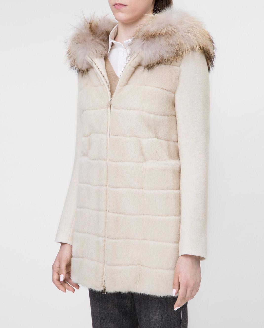 Real Furs House Светло-бежевое пальто с мехом енота 922RFH изображение 3