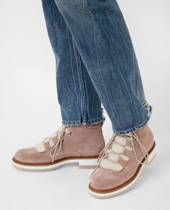 Розовые замшевые ботинки на меху hover