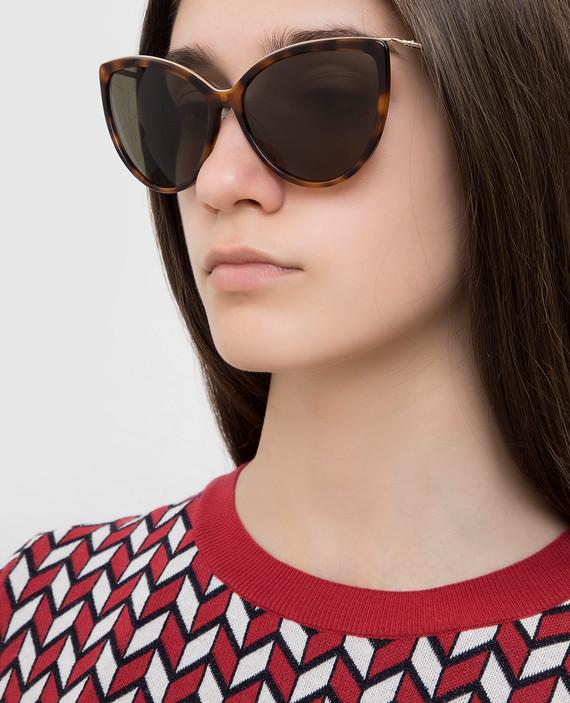 Коричневые солнцезащитные очки hover
