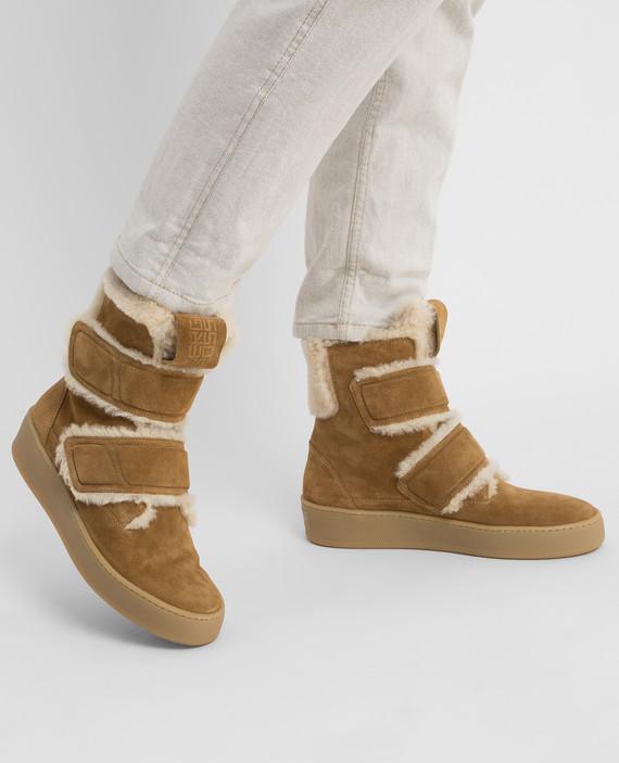 Бежевые замшевые ботинки на меху hover