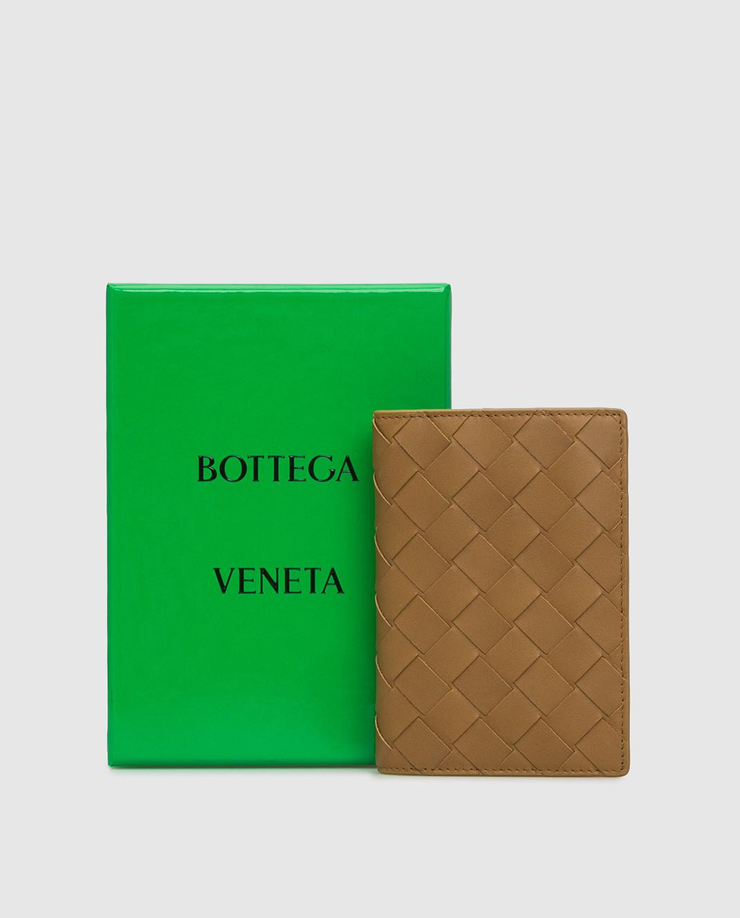 Bottega Veneta Горчичная кожаная обложка для паспорта изображение 5