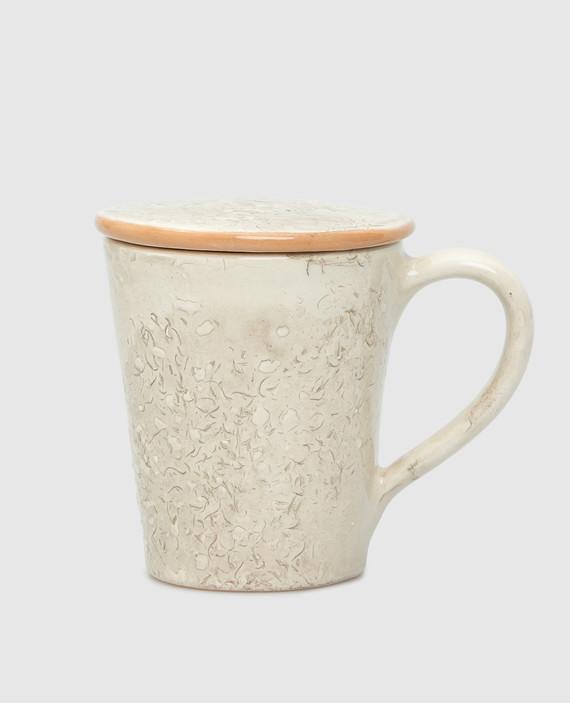 Бежевая чашка из керамики