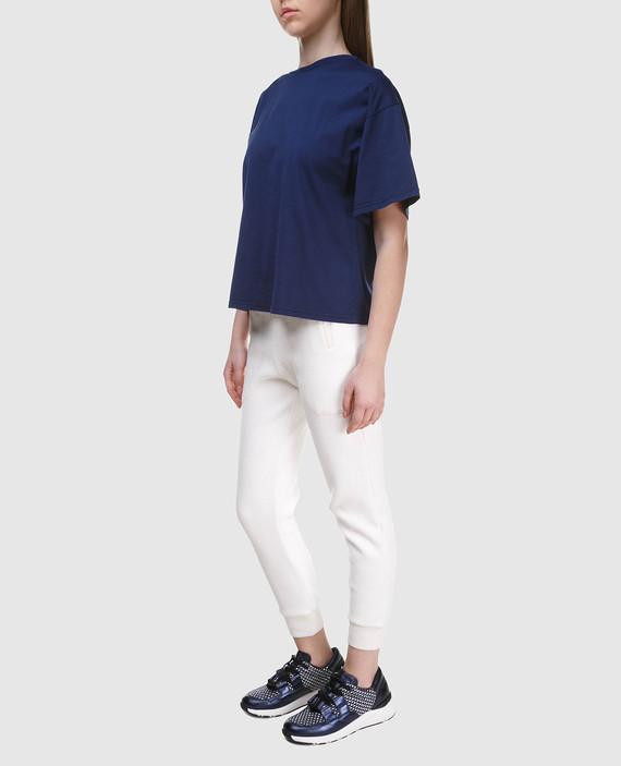 Темно-синяя футболка с вышивкой на спине hover