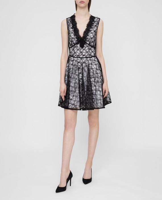 Черное платье из кружева hover