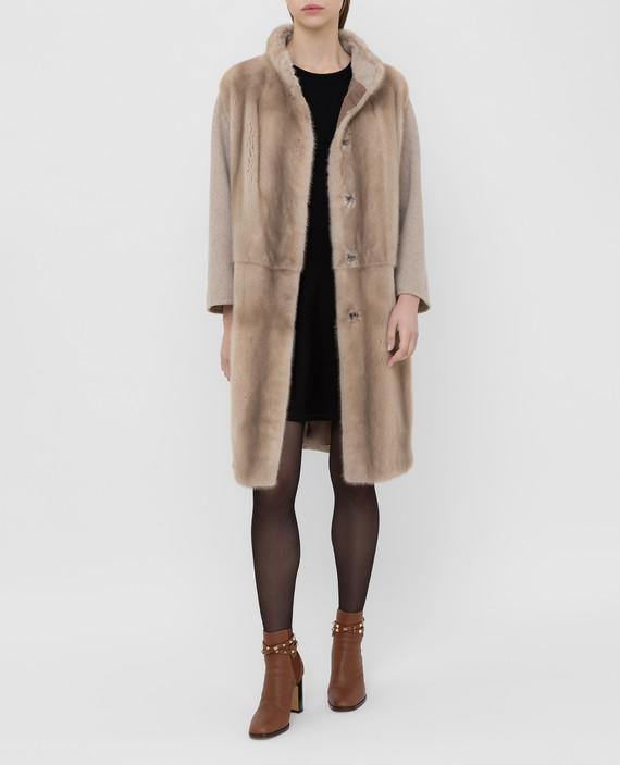 Бежевое пальто из шерсти с мехом норки hover