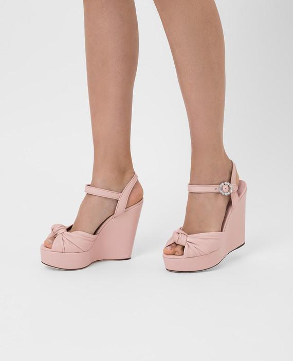 Розовые кожаные босоножки hover