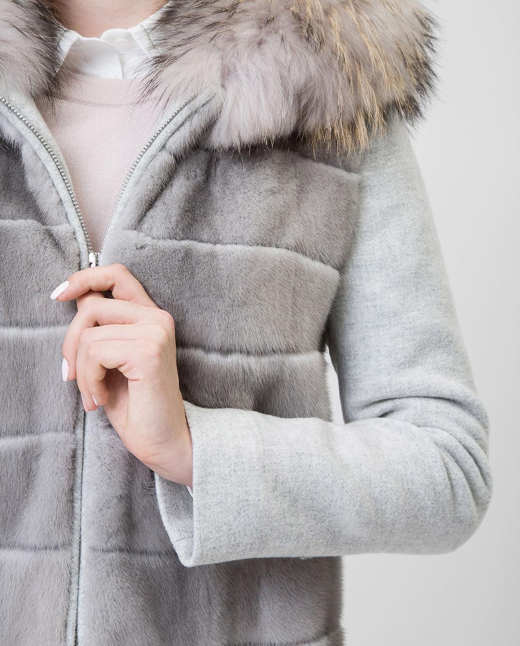 Real Furs House Серое пальто с мехом енота 922RFH изображение 5