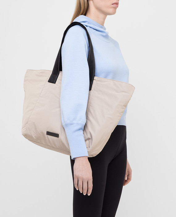 Светло-бежевая сумка hover