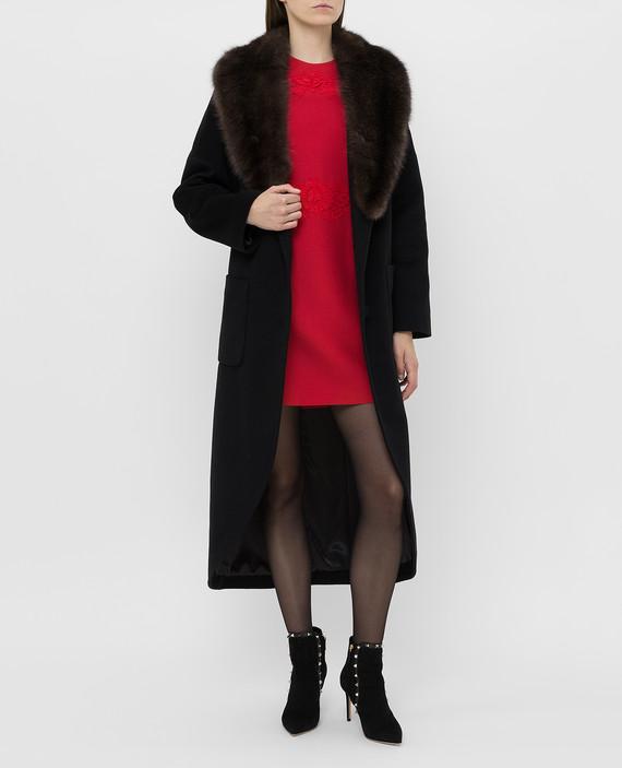 Черное пальто из кашемира с мехом соболя hover