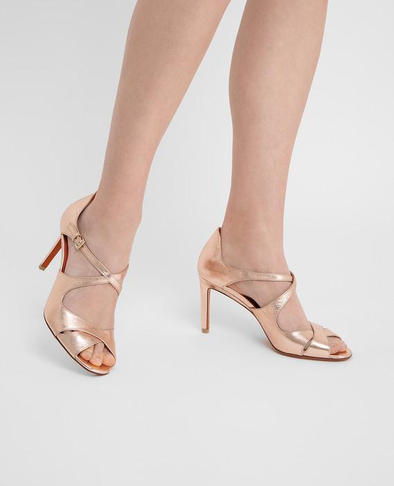Розовые кожаные туфли hover