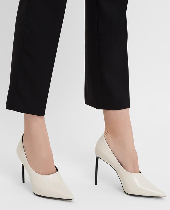 Белые кожаные туфли hover