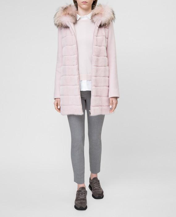 Розовое пальто с мехом енота hover