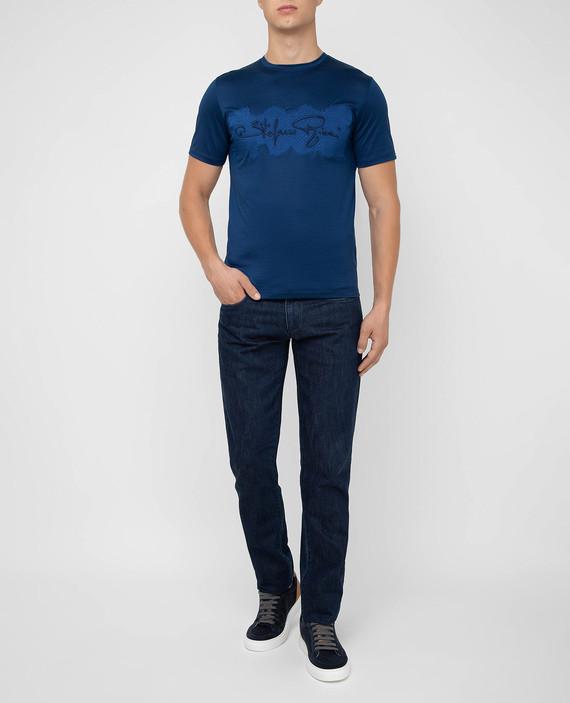Синяя футболка hover