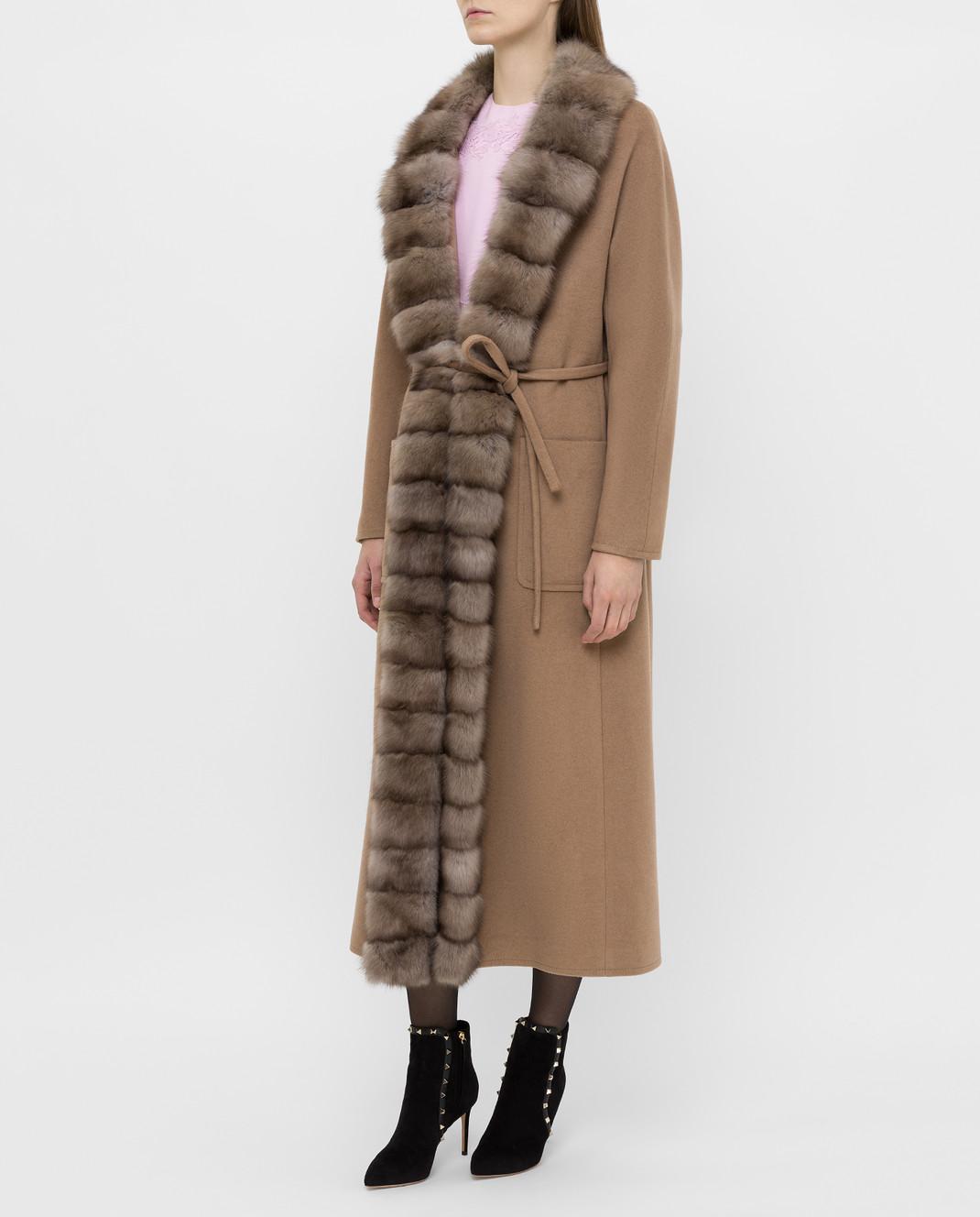 Real Furs House Бежевое пальто из кашемира с мехом соболя изображение 3