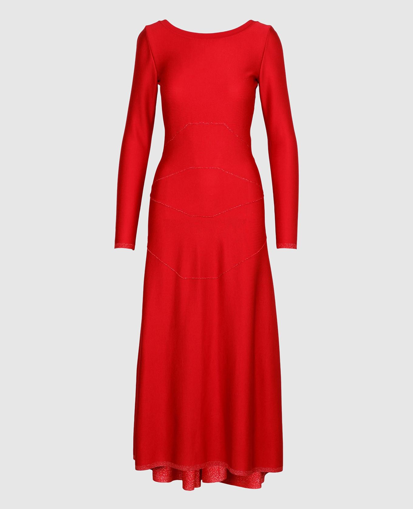 Красное платье с V-образным вырезом на спине
