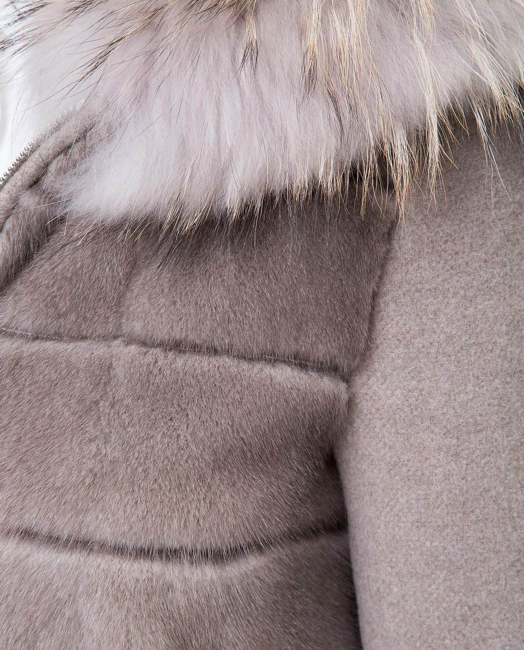 Real Furs House Бежевое пальто с мехом енота 922RFH изображение 5