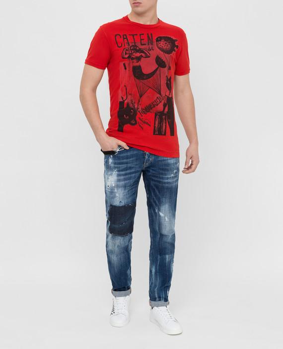 Красная футболка hover