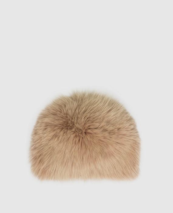 Бежевая шапка из меха лисы