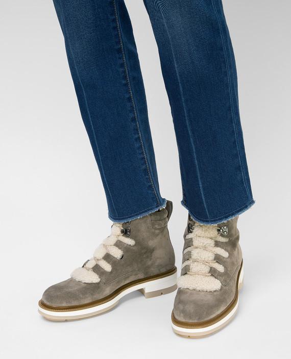 Темно-бежевые замшевые ботинки на меху hover