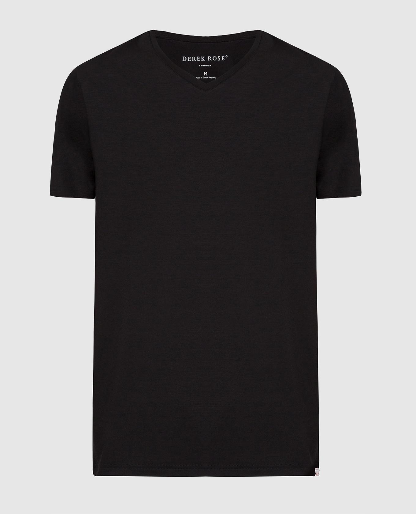 Черная футболка