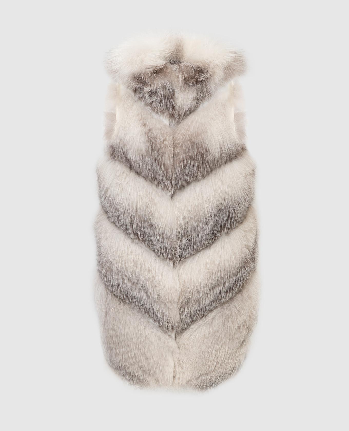 Серый жилет из меха лисы