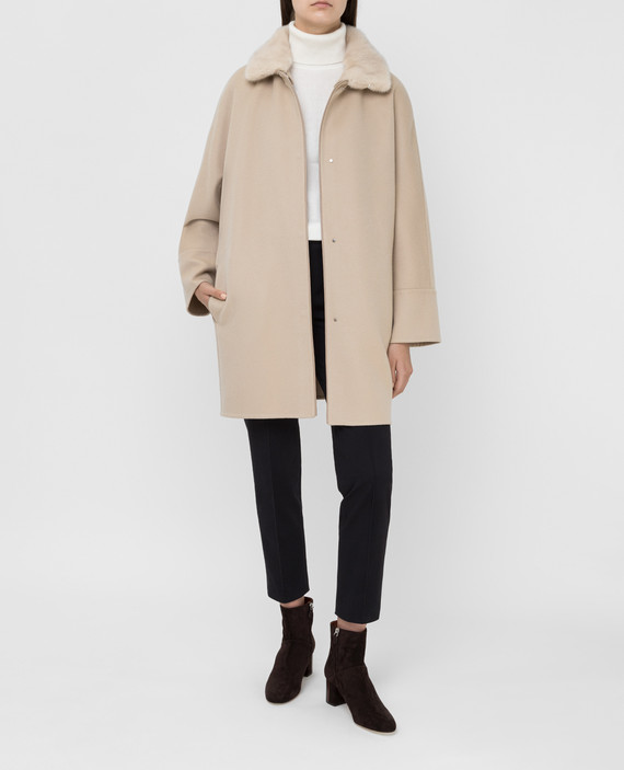 Светло-бежевое пальто из кашемира с мехом норки hover