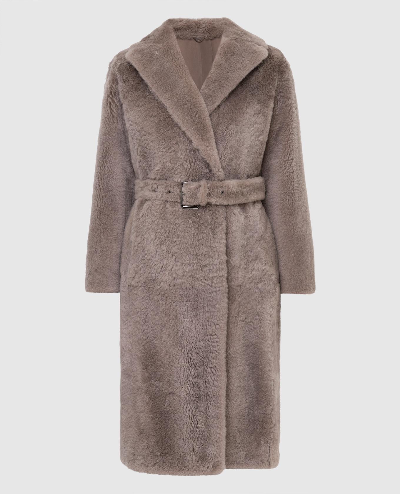 Бежевое меховое пальто