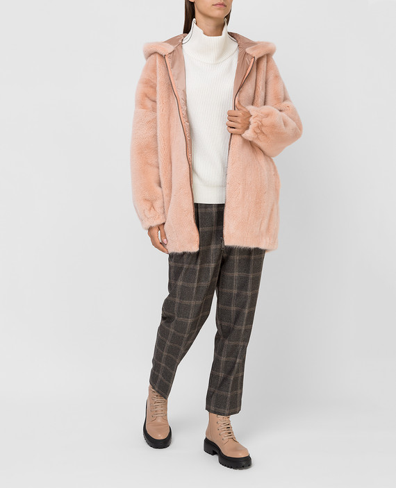 Розовая шуба из меха норки hover