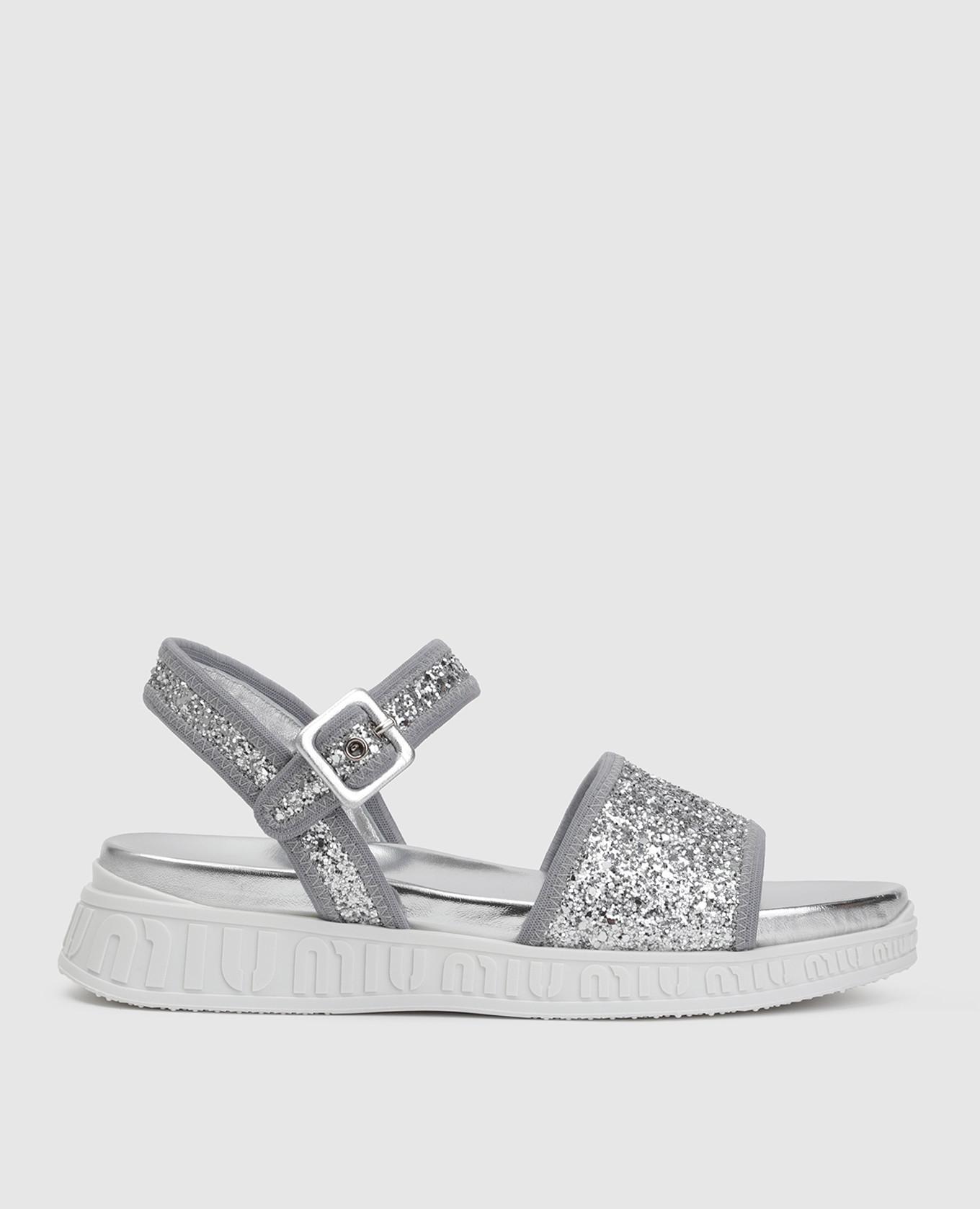 Серебристые сандалии