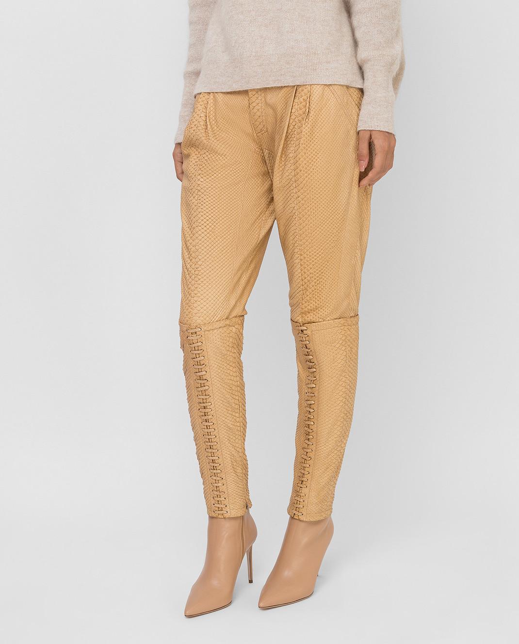 Gucci Бежевые брюки из кожи питона 264366 изображение 3