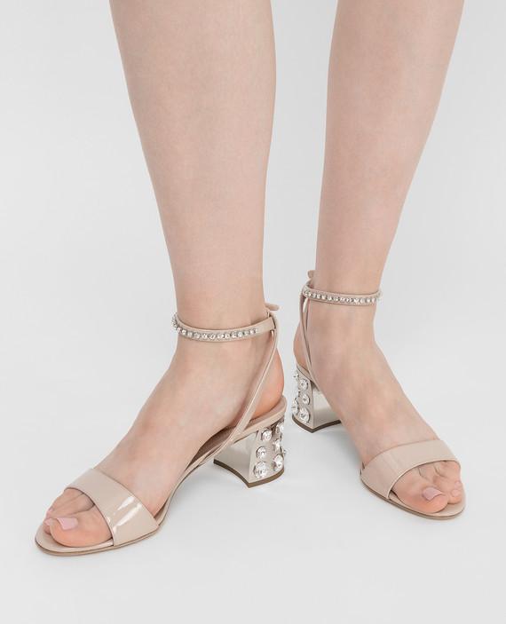 Бежевые кожаные босоножки с кристаллами hover