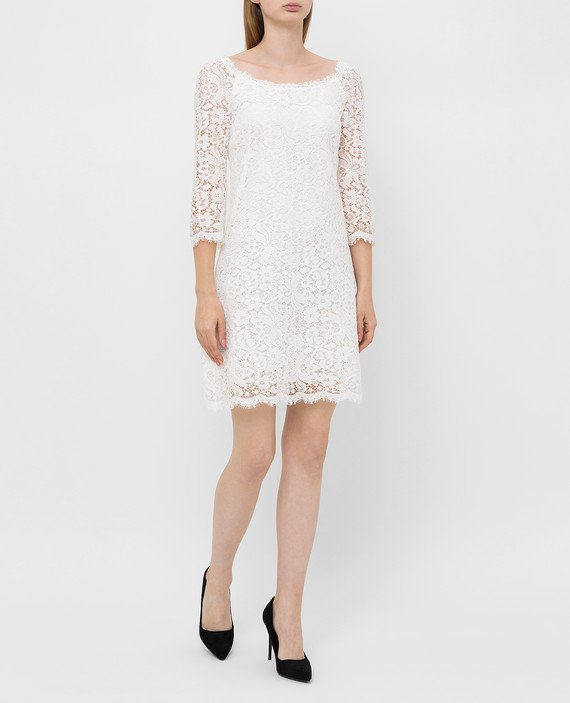 Белое платье из кружева hover