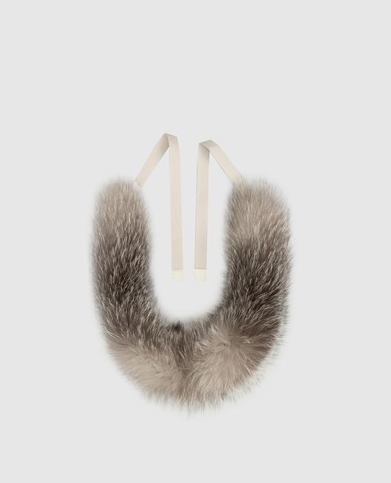 Серый воротник из меха лисы