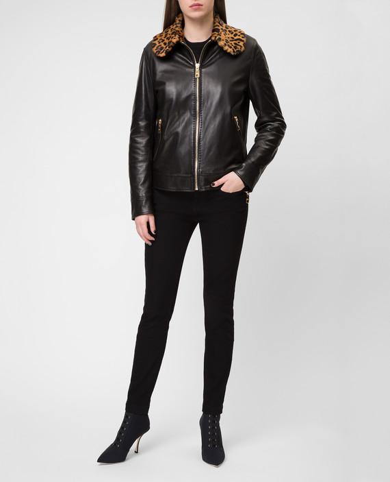 Черная кожаная куртка hover