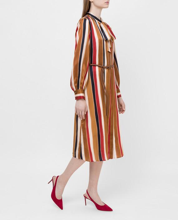 Коричневое платье из шелка hover
