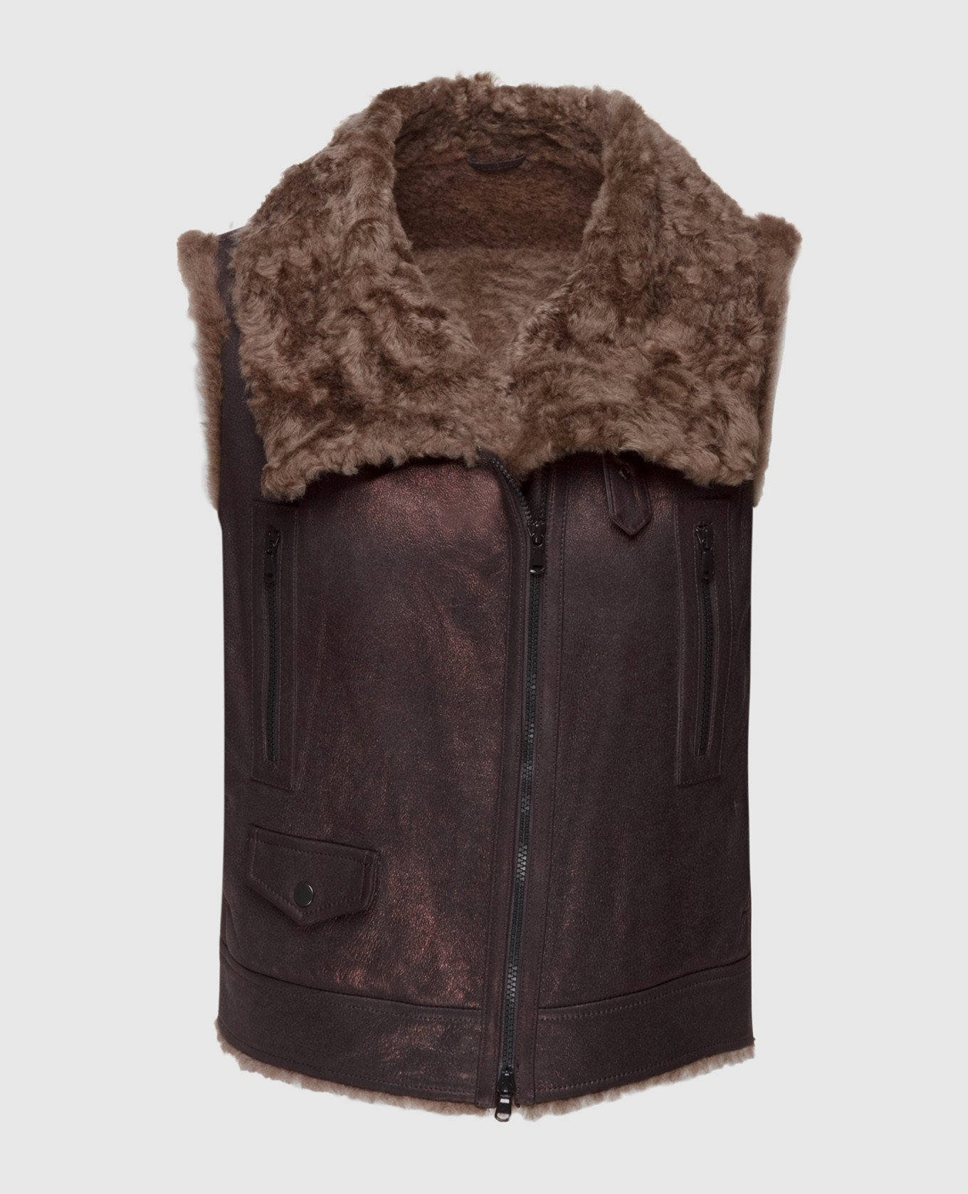 Коричневый кожаный жилет с мехом барашка