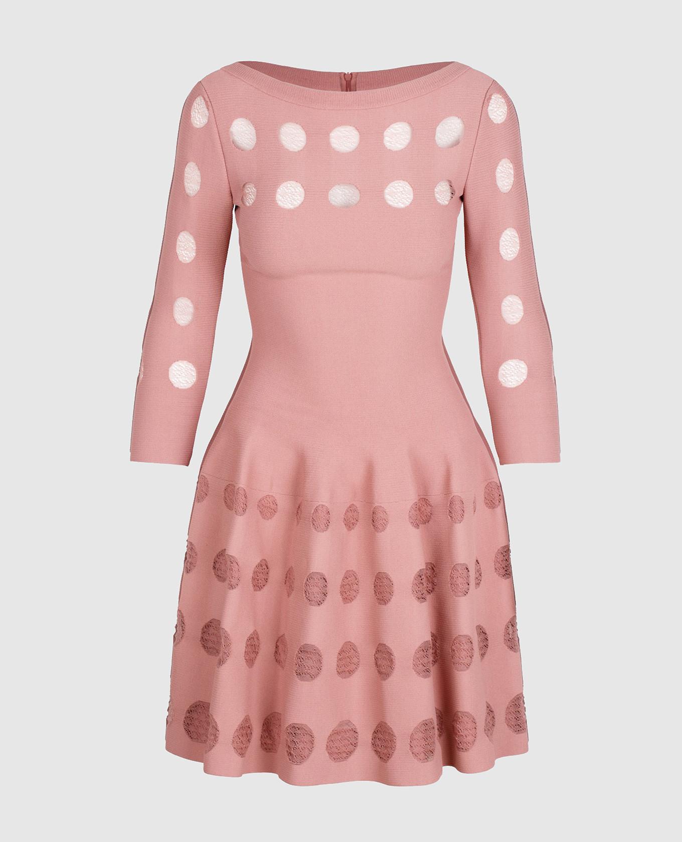 Розовое платье с перфорацией