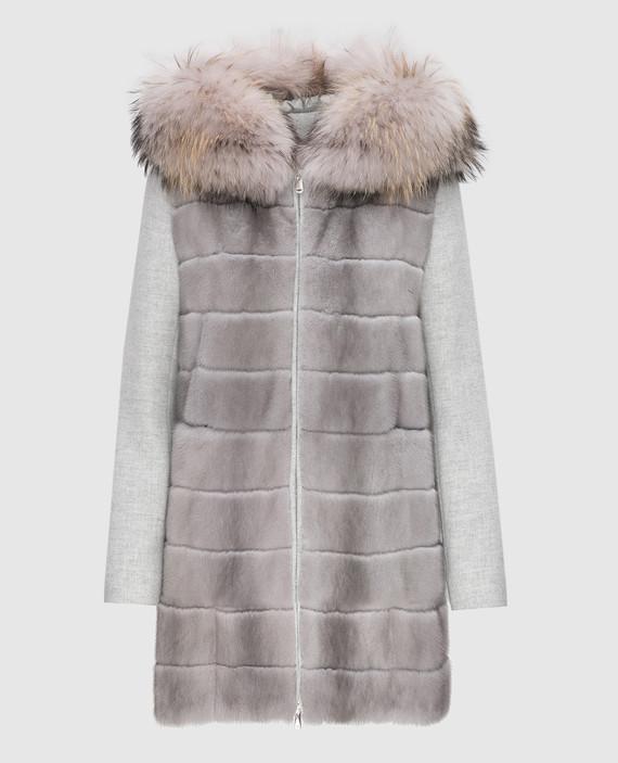 Серое пальто с мехом енота