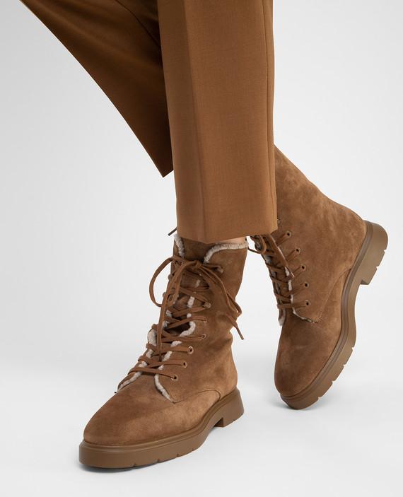 Коричневые замшевые ботинки на меху hover