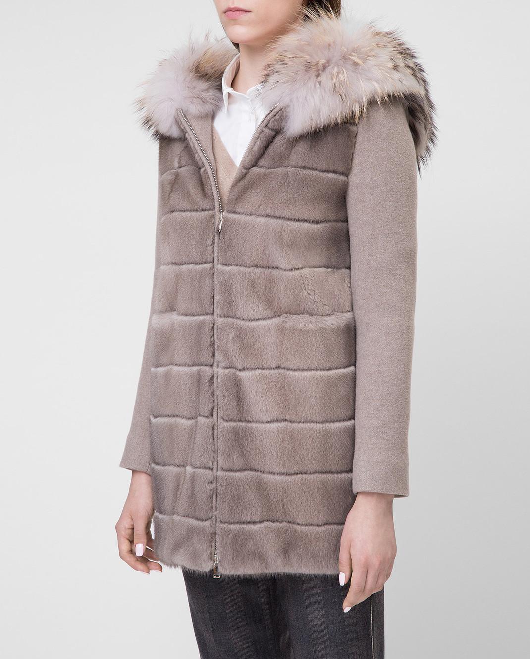 Real Furs House Бежевое пальто с мехом енота 922RFH изображение 3