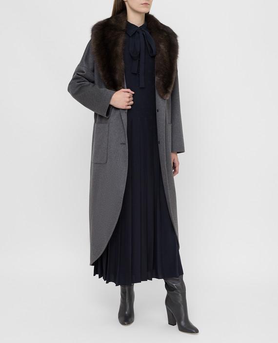 Серое пальто из кашемира с мехом соболя hover