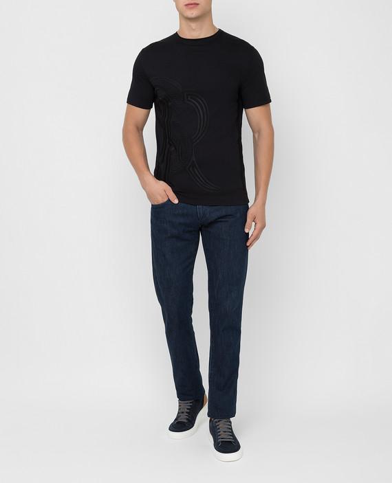 Черная футболка hover