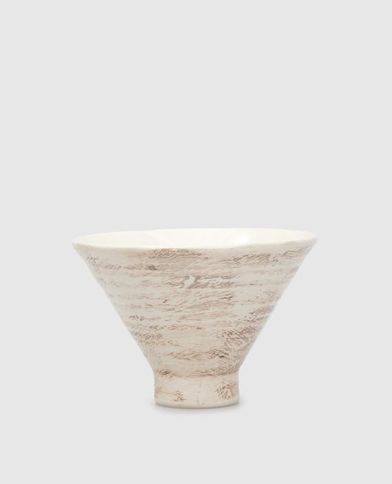 Бежевая тарелка из керамики